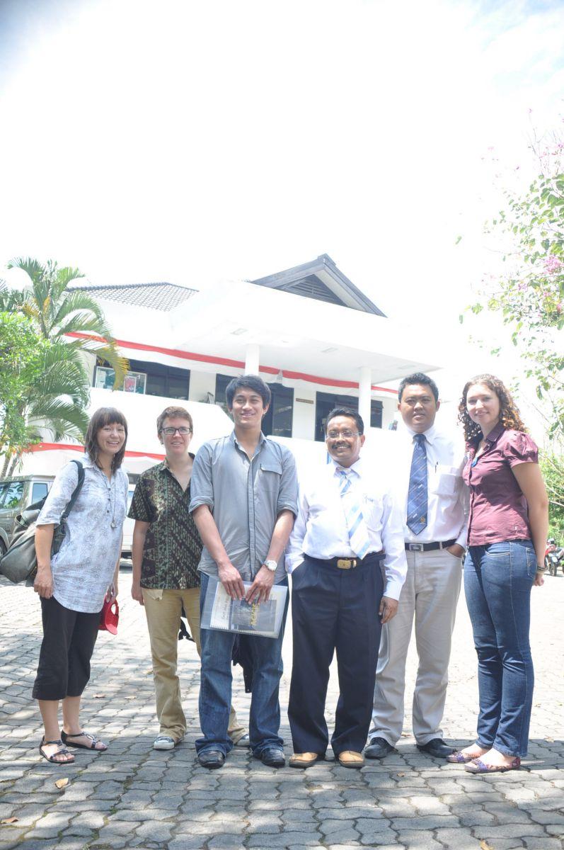 Angkatan 31 bersama ketua dan sekretaris ACICIS UMM
